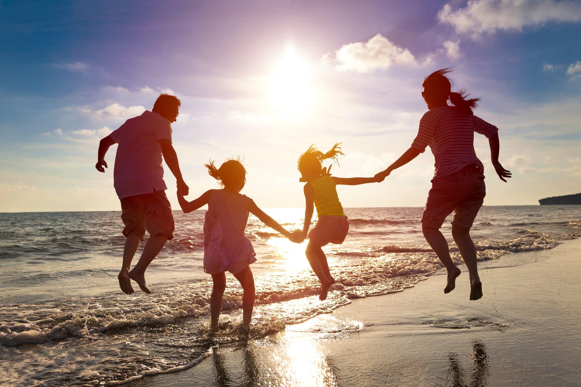 семья на пляже Майами