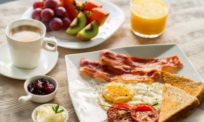 завтракать