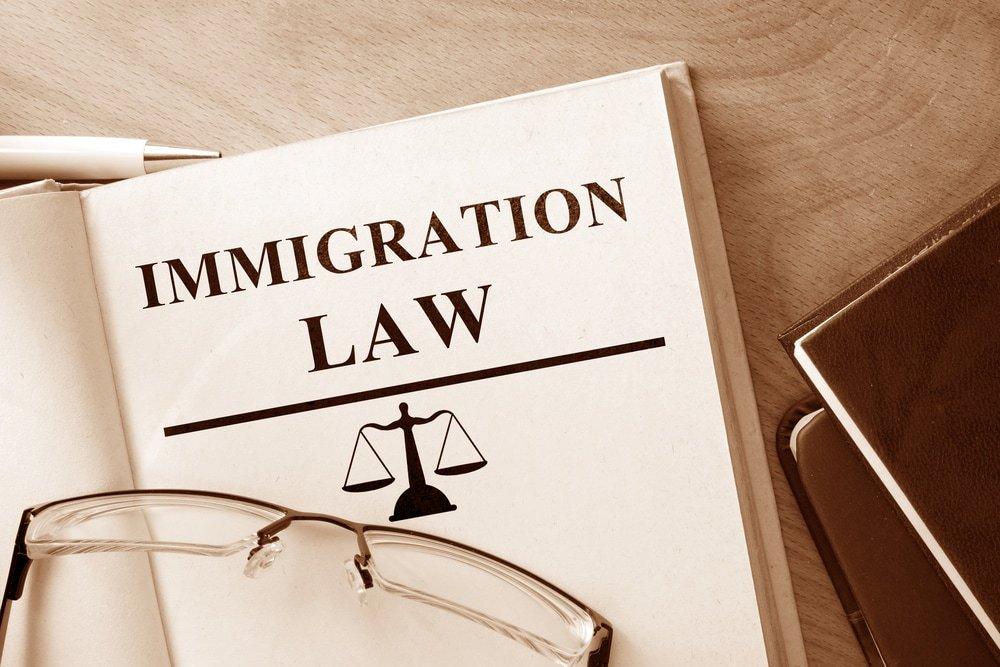 защиту мигрантов
