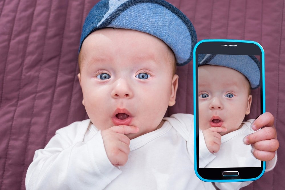 смартфон у ребенка