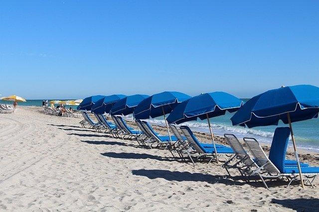 пляжах Майами-Дейд