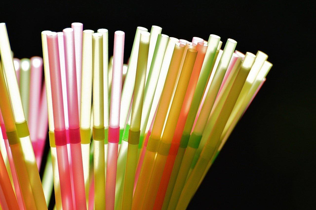 пластиковые соломинки